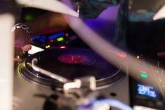 Il DJ consola la miscelazione Immagini Stock Libere da Diritti