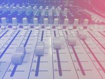 Il DJ consola lo scrittorio di miscelazione Fotografia Stock