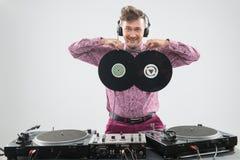 Il DJ divertendosi con l'annotazione di vinile Immagini Stock