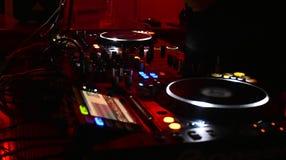 Il DJ fa un nigth rosso Fotografia Stock