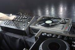 Il DJ innesta il soundcheck Fotografia Stock Libera da Diritti