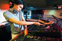 Il DJ nella miscela Fotografie Stock