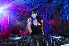 Il DJ parlante fotografie stock libere da diritti