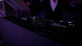 Il DJ in scena archivi video