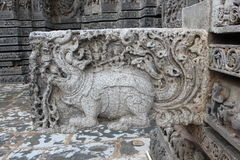 Il doccione del tempio di Hoysaleswara ha scolpito con l'animale mitico di Makara Fotografia Stock