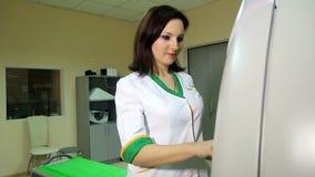 Il Docter lancia uno scannner CT di RMI archivi video