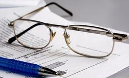 Il documento, penna, vetro fotografia stock libera da diritti