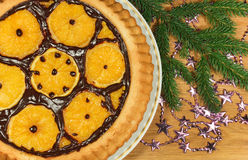 Il dolce del nuovo anno con le arance ed il ramo dell'abete Immagine Stock