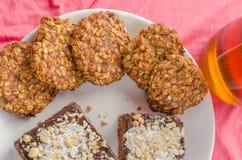 Il dolce e la casa di cioccolato hanno prodotto i biscotti fotografia stock