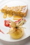 Dessert gastronomico delizioso presentato piacevolmente. Fotografie Stock Libere da Diritti