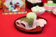 Il dolce giapponese ha chiamato il riso-dolce della pasta del fagiolo avvolto in una foglia della ciliegia fotografie stock libere da diritti