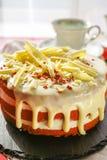 Il dolce rosso del velluto del dessert americano classico è tradizionalmente un rosso, fotografia stock