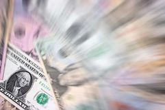 Il dollaro americano delle denominazioni differenti blured il fondo Immagini Stock Libere da Diritti