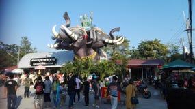 Il doppio dirige la statua dell'elefante Immagini Stock Libere da Diritti