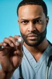 Il dottore afroamericano Performing An Examination Fotografia Stock
