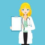 Il dottore With Blond Hair della donna che mostra lavagna per appunti in bianco Fotografia Stock