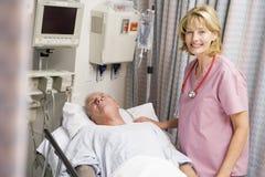 Il dottore Caring For Patient Fotografia Stock