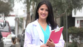 Il dottore femminile felice Or Nurse stock footage