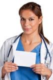 Il dottore femminile Holding Card Fotografia Stock