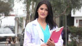Il dottore femminile Or Nurse Smiles video d archivio