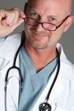 Il dottore Wearing Glasses Fotografia Stock