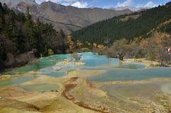 Il drago giallo lungo di Huang è un'area scenica e storica di interesse nella parte di nord-ovest di Sichuan, Cina fotografia stock libera da diritti