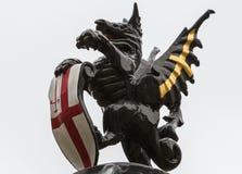 Il drago sulla vecchia città delle iluminazioni pubbliche di Londra immagine stock