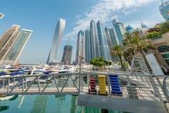 Il Dubai - 9 agosto 2014: Distretto del porticciolo del Dubai sopra Fotografie Stock