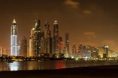 Il Dubai alla notte, Emirati Arabi Uniti Immagine Stock