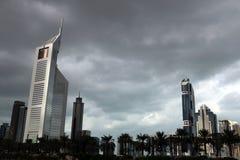 Il Dubai, Emirati Arabi Uniti 03/15/2019 - vista stupefacente delle torri degli emirati, grattacieli dei gemelli Una vista da She fotografia stock