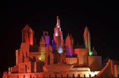 Il Dubai, scultura della sabbia alla notte Fotografie Stock