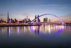 Il Dubai, UAE - 27 gennaio 2017: Alba sopra il Dubai del centro Immagine Stock Libera da Diritti