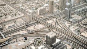 Il Dubai, UAE - 2 giugno 2013: Vista sul Dubai dall'più alta torre nel mondo, Burj Khalifa - Dubai sotto la polvere del deserto Fotografia Stock Libera da Diritti
