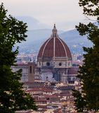 IL Duomo μέσω των δέντρων Στοκ Φωτογραφίες