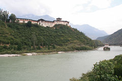 Il dzong di Wangdue Phodrang, Bhutan, è stato sviluppato alla cima di una collina Fotografia Stock