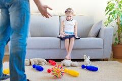 Il est temps de nettoyer vos jouets ! images stock