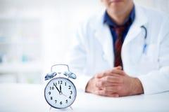 Il est temps de rendre visite à votre docteur images stock