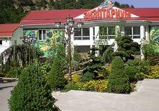 Il Exotarium sul territorio del ` di racconto del ` dello zoo di Jalta Immagini Stock