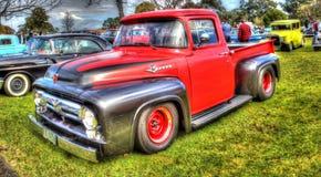 Il F100 di Ford prende il camion in HDR fotografie stock libere da diritti