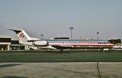 Il F100 N1430D del fokker di American Airlines arriva a Dallas dopo un volo da Phoenix l'8 agosto 1993 fotografie stock