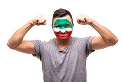 Il fan bello del sostenitore dell'uomo del fronte della bandiera dipinto squadra nazionale dell'Iran ottiene la vittoria felice c Immagine Stock Libera da Diritti