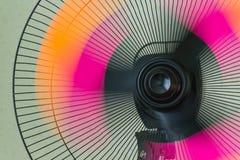 Il fan del supporto Retro fan di rame Ventilatore elettrico dell'annata Fan del metallo basamento Ventole di raffreddamento Fotografie Stock Libere da Diritti