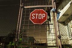 Il fanale di arresto su una porta Fotografia Stock Libera da Diritti