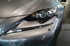Il faro dell'automobile, nuovo Lexus È 2013 Fotografie Stock Libere da Diritti