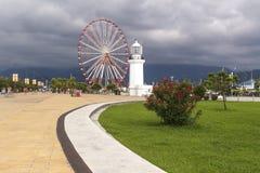 Il faro e la panoramica spingono dentro Batumi immagini stock