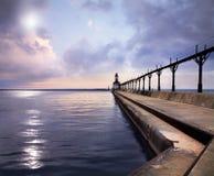 Il faro orientale della testata del molo della città del Michigan Fotografie Stock Libere da Diritti