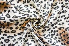 Il fazzoletto nella stampa del leopardo, accessorio di modo copre Fotografia Stock