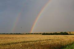 Il fenomeno di doppio arcobaleno fotografia stock libera da diritti