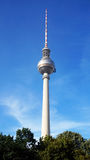 Il Fernsehturm è una torre della televisione vicino al quadrato di Alexanderplatz a Berlino-Mitte, Berlino, Germania Immagine Stock Libera da Diritti