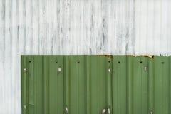 Il ferro ondulato bianco e verde, galvanizza la struttura del ferro, superficie Fotografia Stock